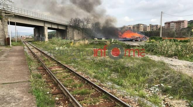 public/img/varie/incendiomteropolitanacatanzaro20190320103243917000.jpg