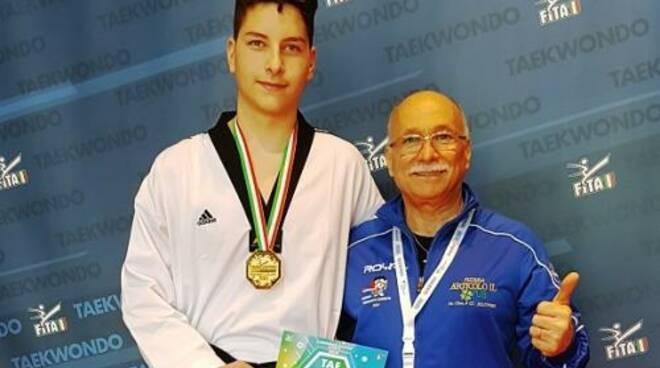 public/img/sport/gabrielearcuritaekwondo2019911094381500_1.jpg