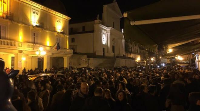 folla corso numistrano notte