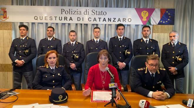 public/img/varie/polizia20191218155666454600.jpg