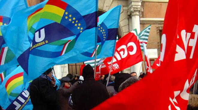 Cgil e Uil bandiere
