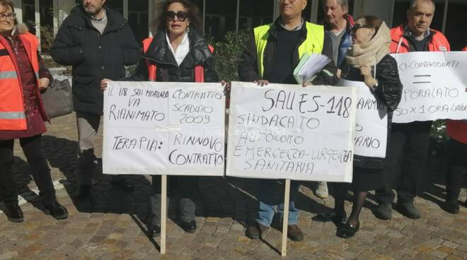 protesta medici 118 cittadella regionale