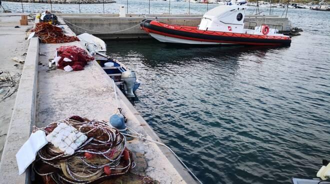 sequestrati reti e natanti porto catanzaro