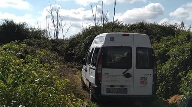 furgone aism danneggiato