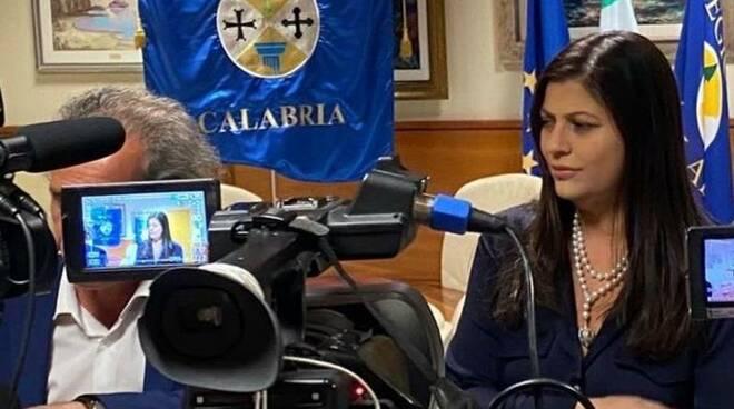 La Lettera Di Una Mamma Alla Santelli Faccia Tornare I Nostri Figli In Calabria Catanzaroinforma
