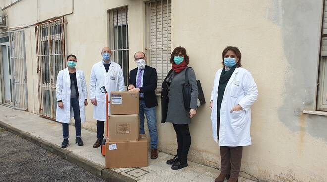 """Associazione """"A Soverato"""" consegna dispostitivi a ospedale locale"""