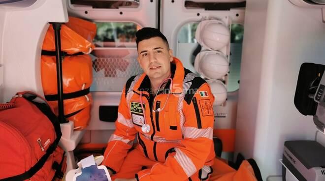 Francesco Marcaruso da Catanzaro sulle ambulanze a Milano combatte il Covid.jpg