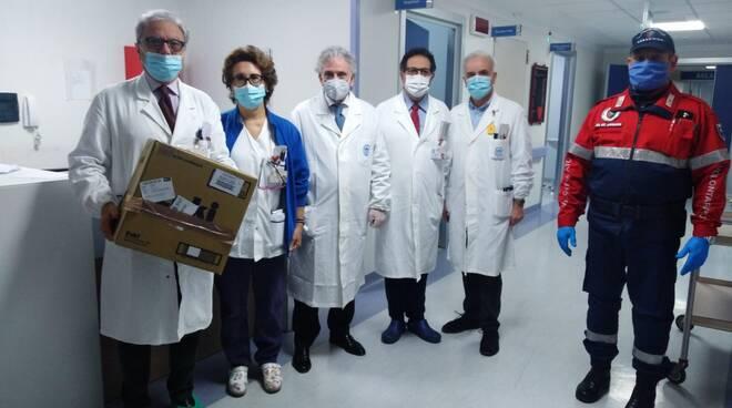 Mascherine donate da associazione carabinieri a pugliese