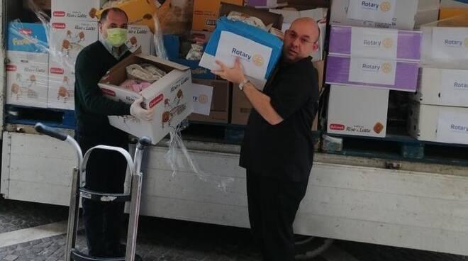 Rotary Club Catanzaro Tre Colli dona cibo a famiglie bisognose