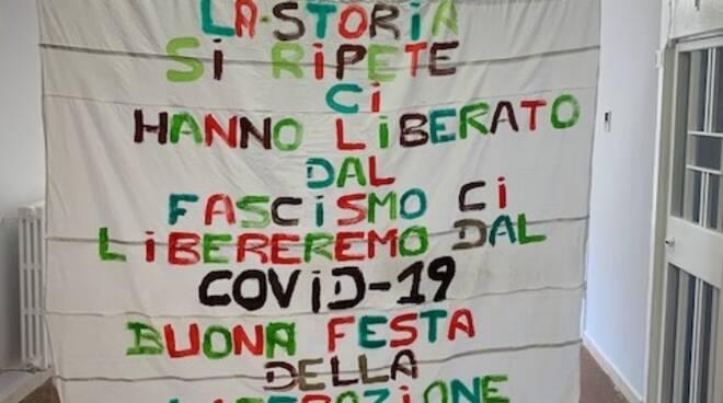 striscione 25 aprile carcere di Catanzaro siano