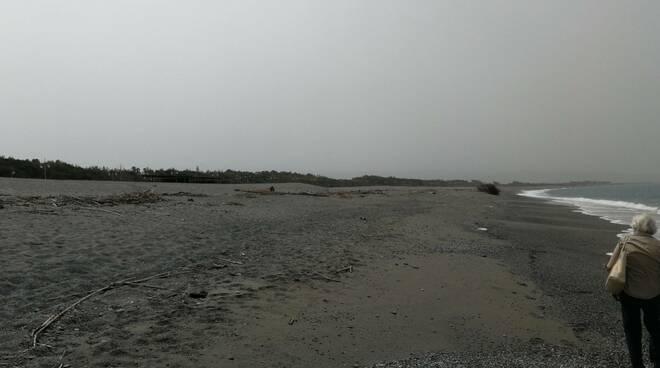Spiaggia Marinella sporca