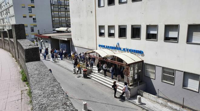 Fila e assembramenti per pagare ticket all'ospedale Pugliese di Catanzaro