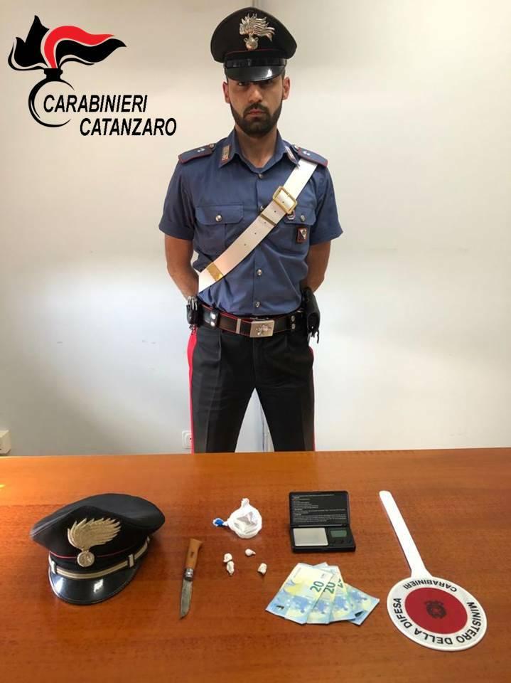 tenta di ingoiare cocaina arrestato