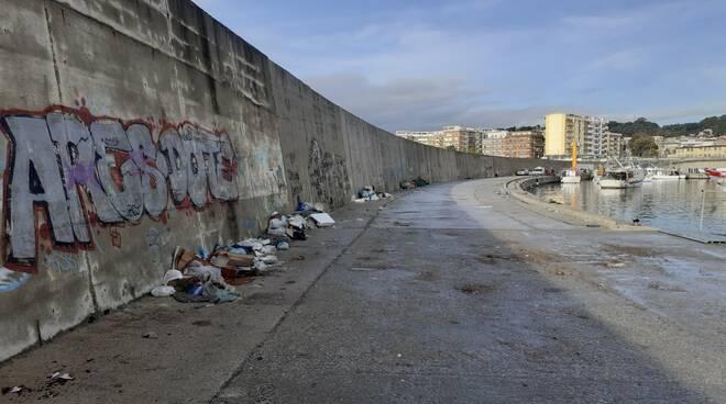 Il porto di Catanzaro lido come Beirut