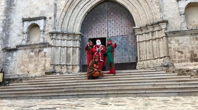 Babbo Natale, Elfi