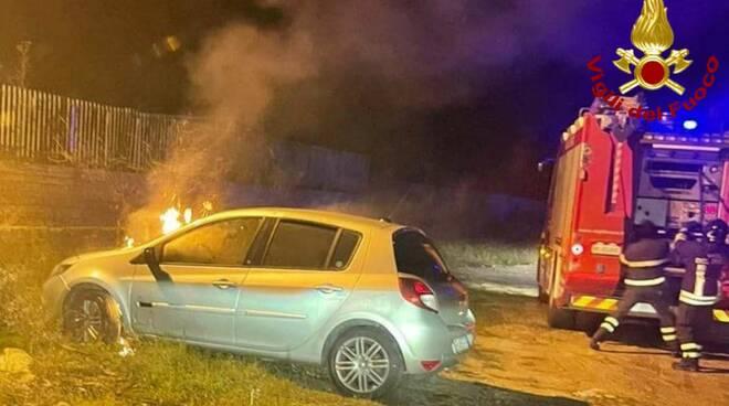 incendio auto crotone
