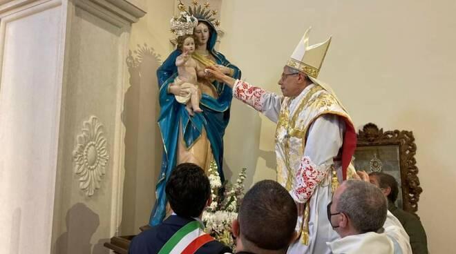 madonna dipodi vescovo