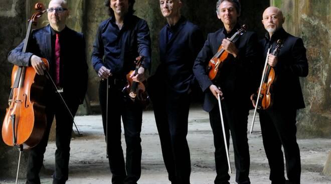 Servillo and band