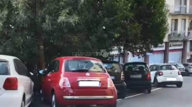 Via Mario Greco senza parcheggi