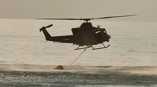 elicottero sirio incendio